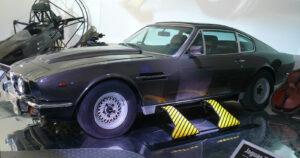 Aston Martin V8 Volante_ski