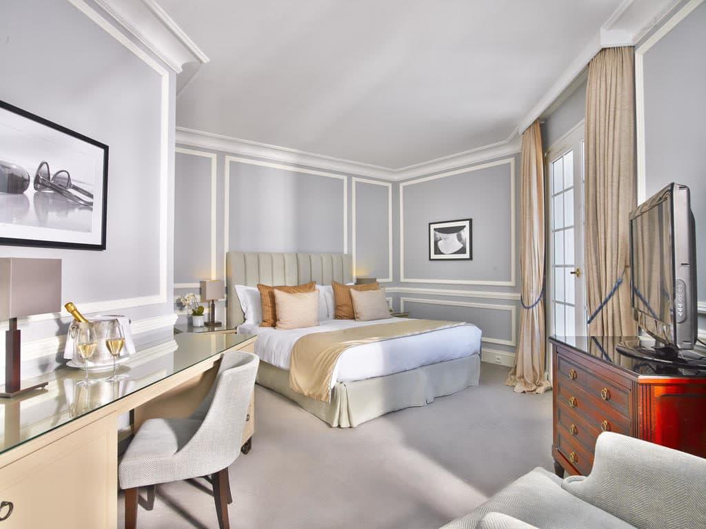 Une chambre de la villa belrose à Saint-Tropez