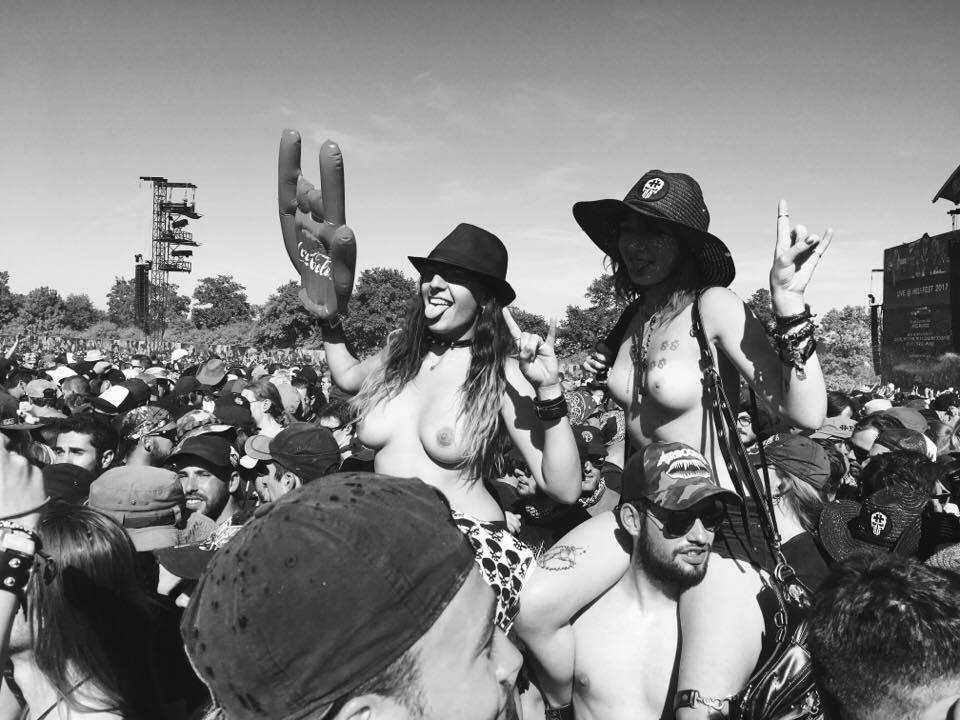 hellfest 2017 steel panther boobs