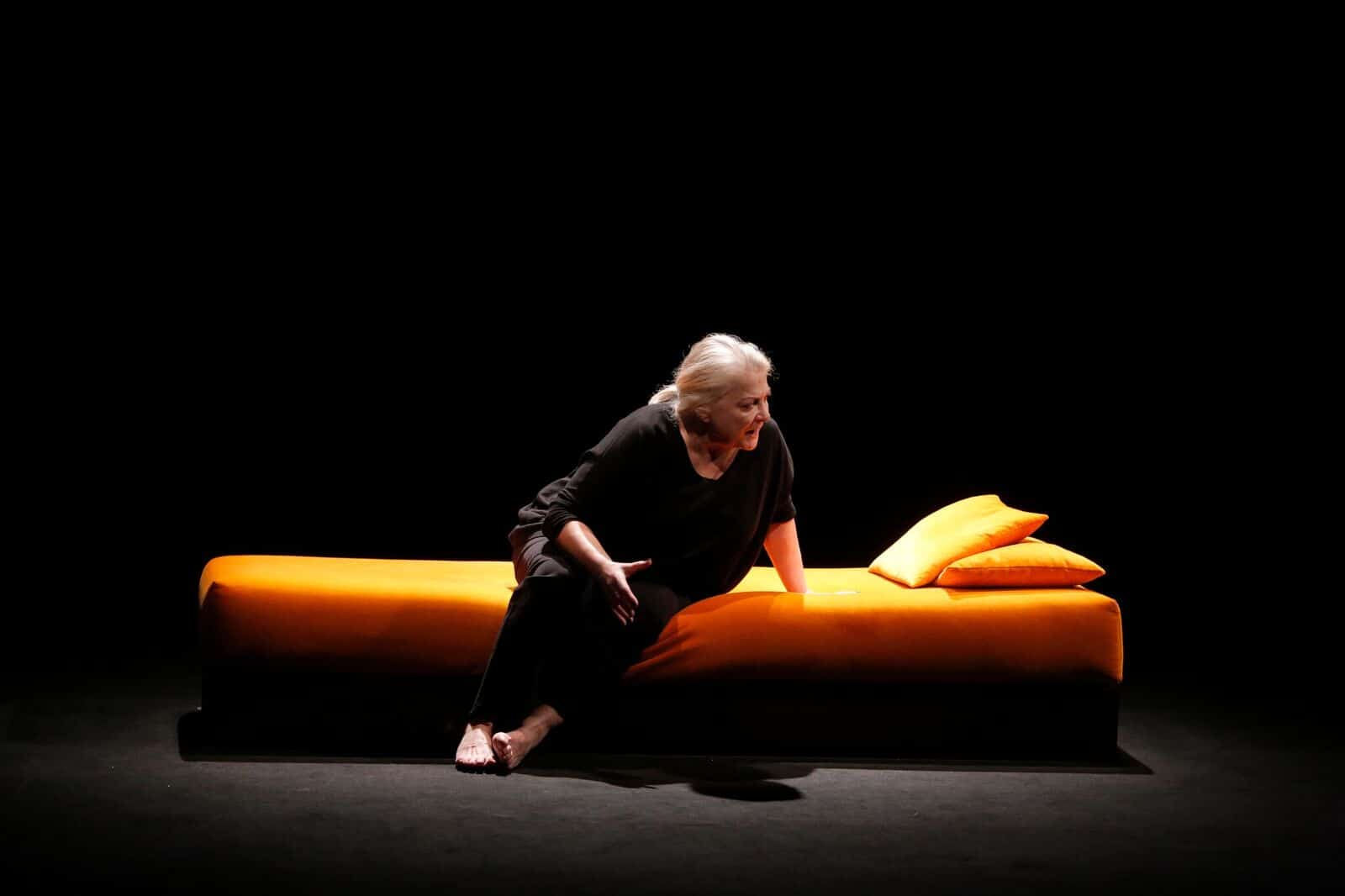 josiane balasko est la femme rompue du th tre h bertot lifestyle oblikon. Black Bedroom Furniture Sets. Home Design Ideas